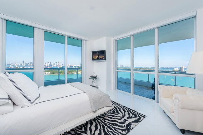 Cozy And Luxurious Bedroom In A Beach Front Condo